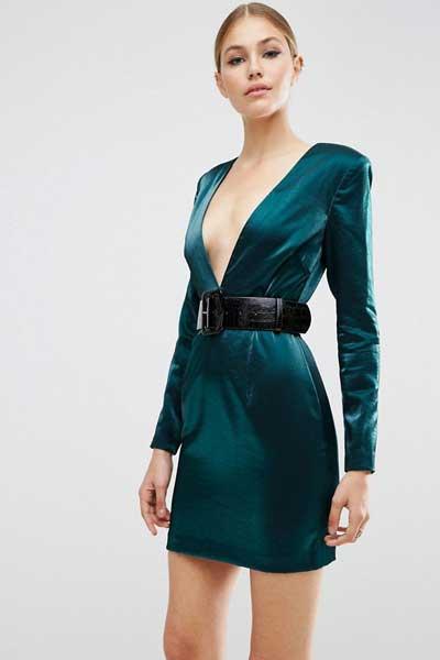 вельветовое платье с глубоким вырезом