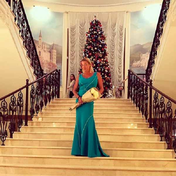 Анастасия Волочкова похвасталась своей роскошной новогодней елкой